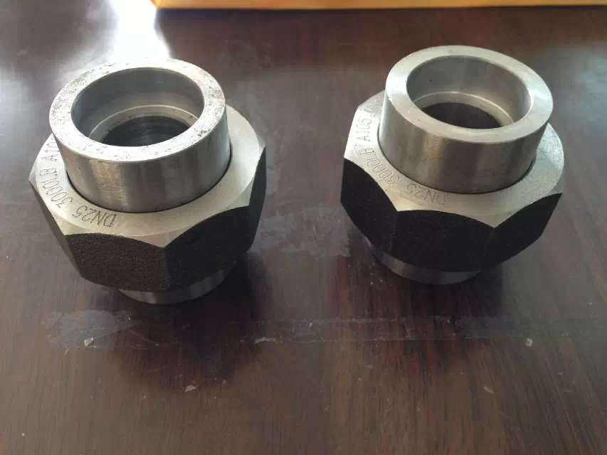 重庆法兰教你怎样区分不锈钢管件的真假